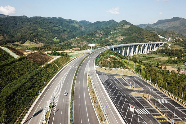 贵州交通基础设施照片 新华社记者 陶亮 摄