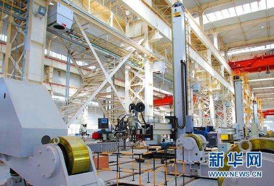 甘肃兰石集团高端装备产业园区的生产装置(资料照片)。新华社发