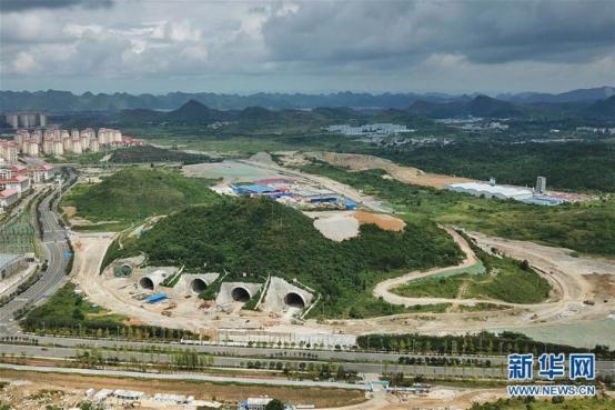 建设中的腾讯贵安数据中心(8月1日无人机拍摄)