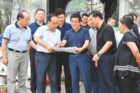 林铎在文县舟曲县检查指导防汛减灾和抢险救灾工作