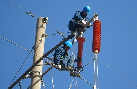 电公司输电线路加装避雷器