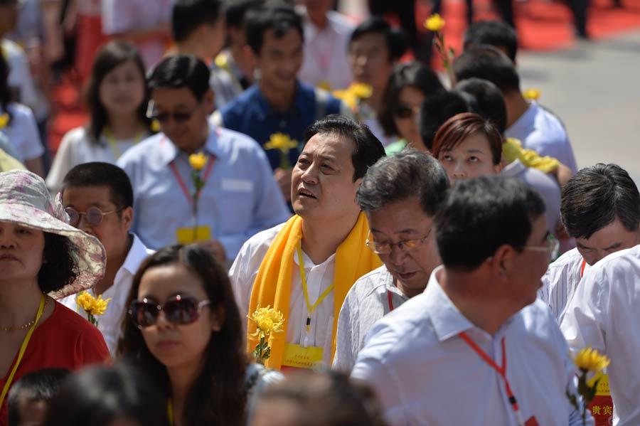 甘肃省/参加祭拜伏羲的各界群众