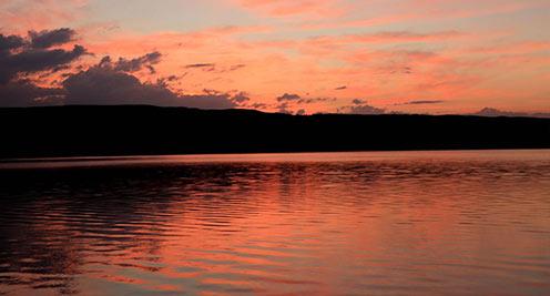 【摄影】朝霞映红鸾鸟湖 如瑰丽梦境