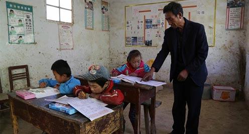 【摄影】ag88环亚娱乐|官方定西:乡村教师坚守教学点