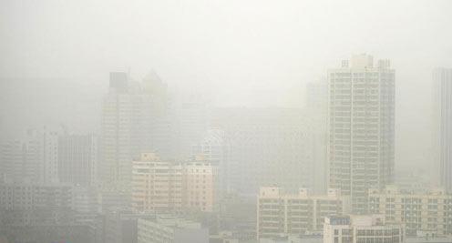 甘肃部分地区遭遇沙尘天气