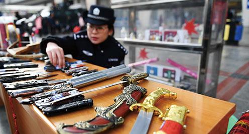 蘭鐵警方專項行動保春運平安