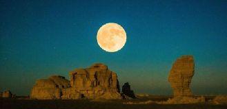 甘肅敦煌大漠晝夜交替勾勒絲路古道美景