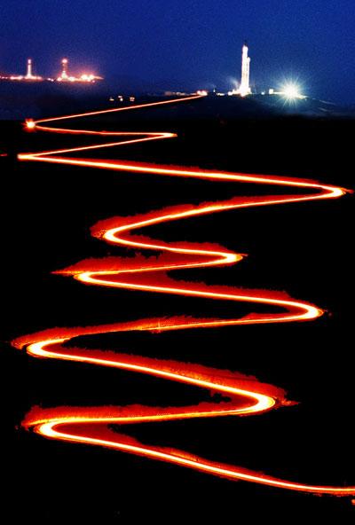 山舞银蛇石油路