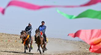 肃南:春风得意马蹄疾
