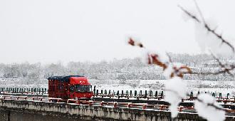 初雪落平涼
