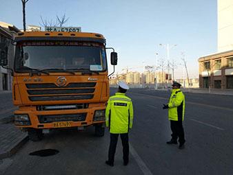 甘州公安交警持续开展渣土车专项整治行动