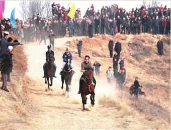 广河县官坊乡阳洼庄村第十七届农民赛马运动会开幕