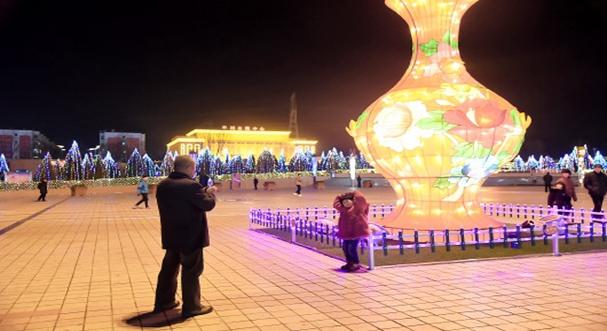 平川区布置彩灯营造浓郁节日氛围