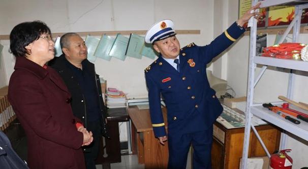 杜绝火灾事故发生 郑钰节前带队检查消防安全