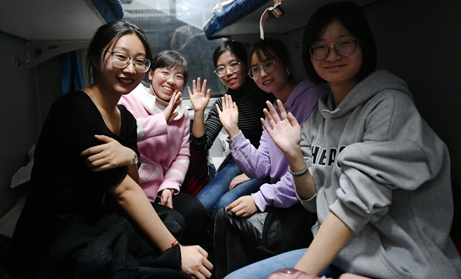 """西北师范大学""""支教专列""""奔赴新疆"""