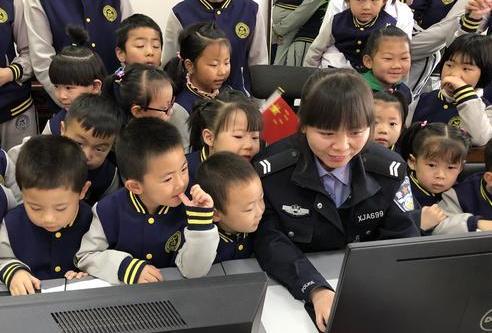 """永登县交警大队走进校园开展""""文明出行 从我做起""""社会实践活动"""