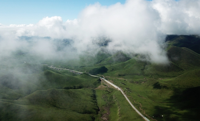 草原之上 云端漫行