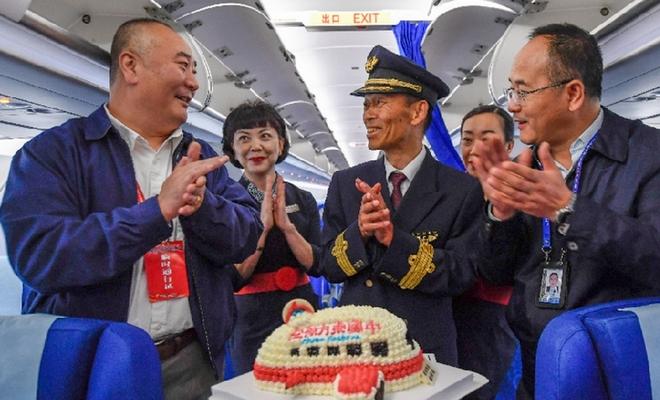 """【隴原面孔】 """"五星""""退休老機長:駕駛過五種機型 安全飛行兩萬小時"""