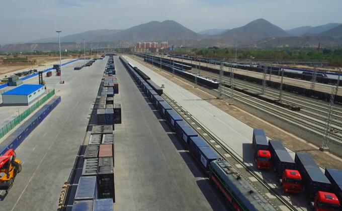 蘭渝鐵路連接'一帶'與'一路',成為深化內陸開放的'黃金通道'