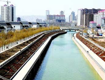 治理後的祖厲河城區段景色