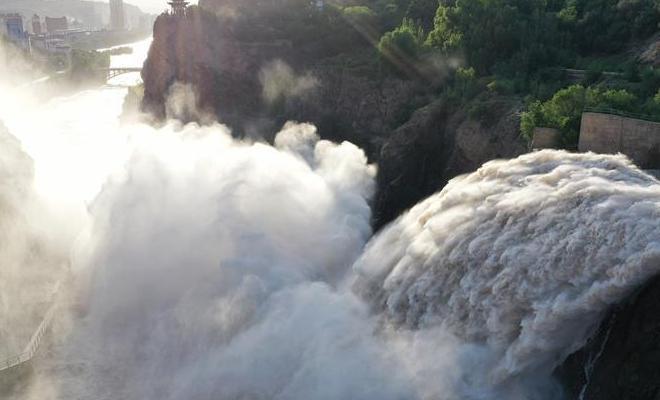 黃河劉家峽水庫開閘泄洪