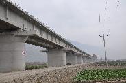 建设中的兰渝铁路高架桥