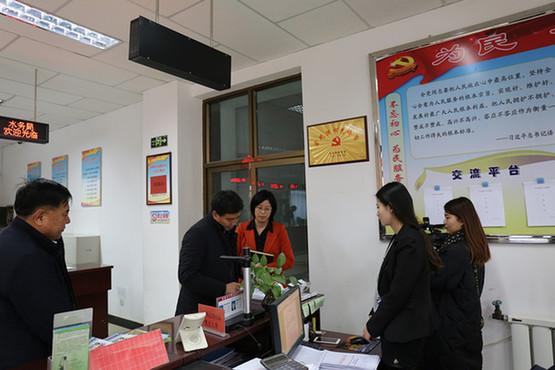 敦煌市委常委、常务副市长王雄蛟调研行政服务中心