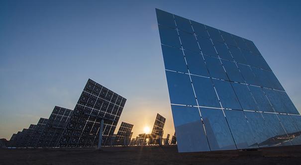 敦煌:中国首个百兆瓦级熔盐塔式光热电站建成
